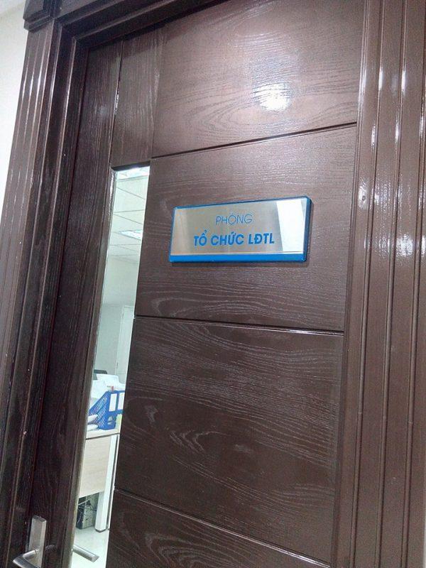 Biển chức danh gắn cửa văn phòng