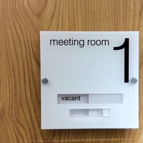 Biển trượt meeting room mica