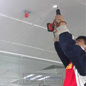 Biển treo trần văn phòng hai mặt inox, biển treo phòng ban, biển treo với dây treo Hàn Quốc
