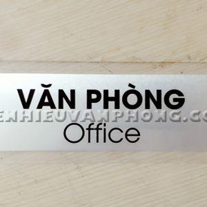 Biển tên văn phòng mica trong mặt kim loại xước trắng