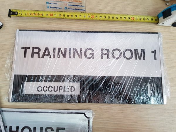 Bộ Biển trượt tên các phòng thay đổi trạng thái dành cho văn phòng với tên và hình các loại hoa.
