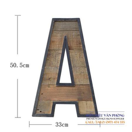 Chữ nổi trang trí khung thép mặt gỗ theo phong cách cổ điển